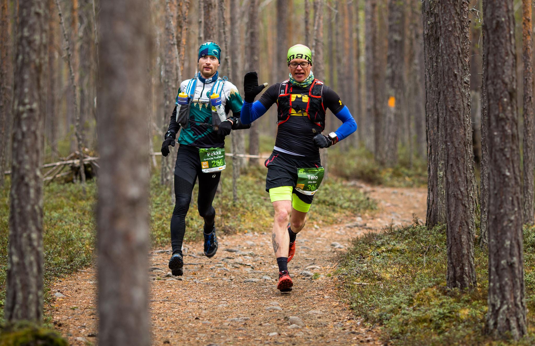 Ruokolainen (oik) ja Teivaanmäki 3,5 tunnin maratonvauhdissa. Kuva: Aapo Laiho