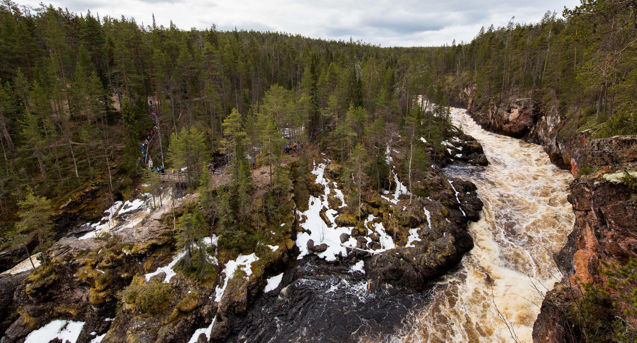 53km:n matkan lähtöä tahditti Kiutakönkään kevättulvan kohina. Kuva: Aapo Laiho