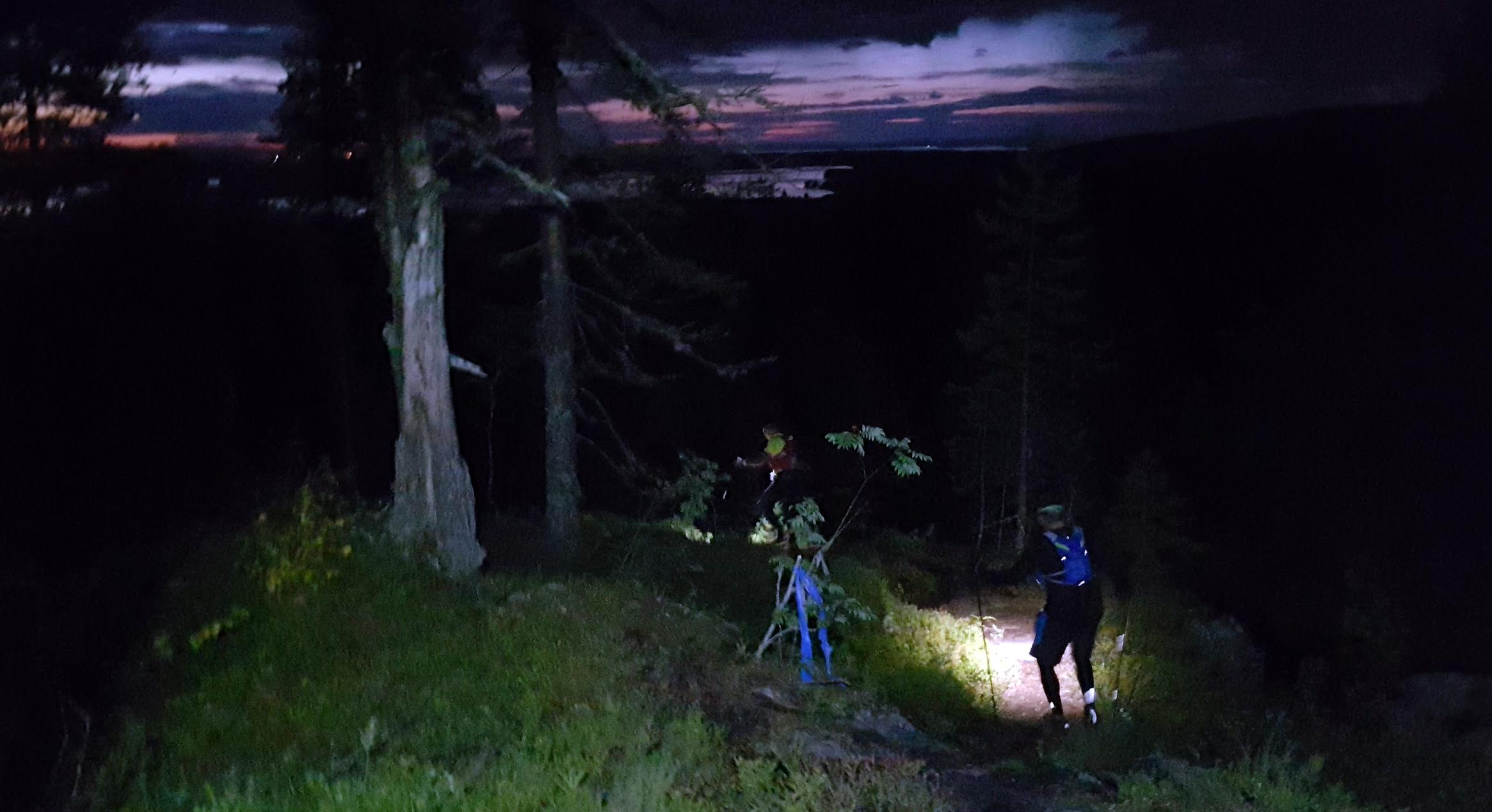 Vuokatin vaarat vaanivat pimeässä juoksevaa. Kuva: Jouni Viskari